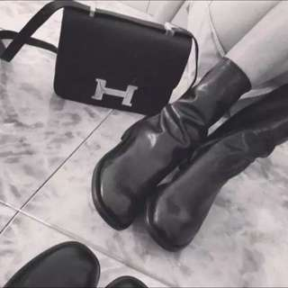 黑色真皮軟皮後拉鍊長靴