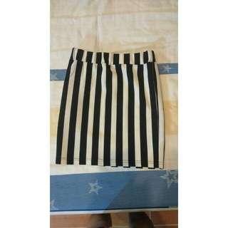 轉賣 CACO 黑白 直條紋 鬆緊窄裙
