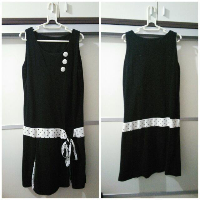 中大尺碼~復古點點無袖黑洋裝