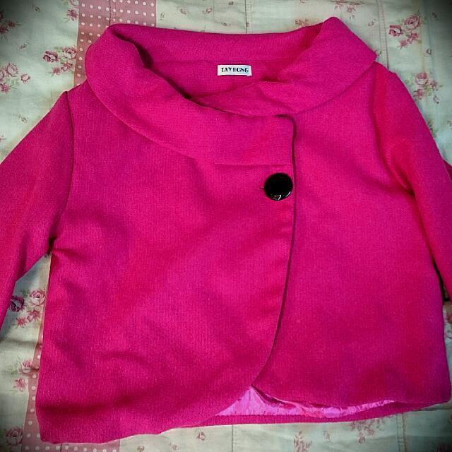 桃紅色短版七分袖外套