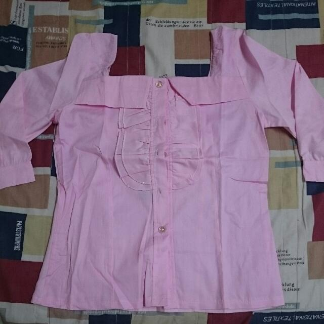 粉紅一字領上衣