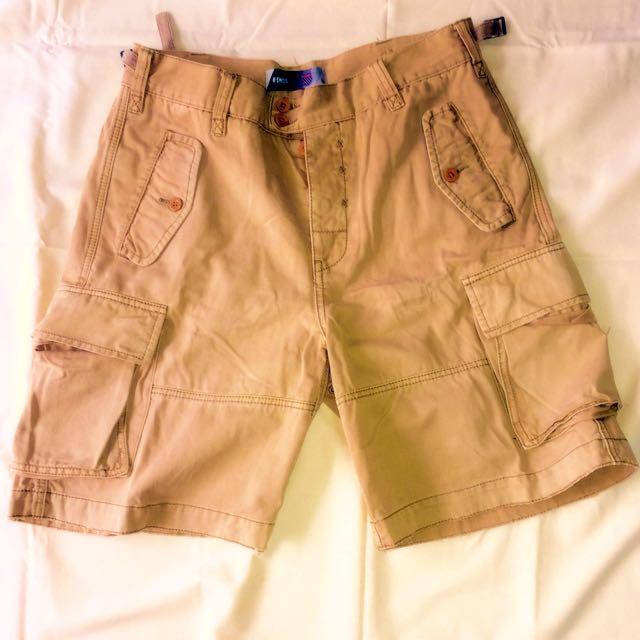 K-SWISS 厚挺工作口袋短褲。非 A&F