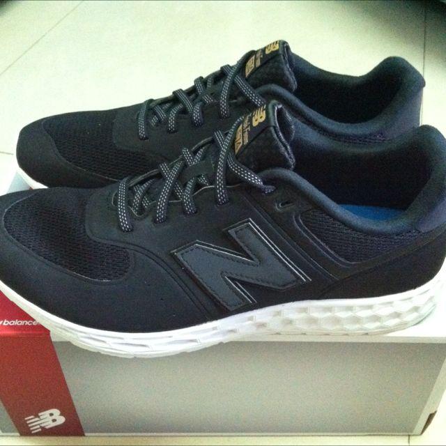 NEW BAlANCE 黑色金標男女鞋款