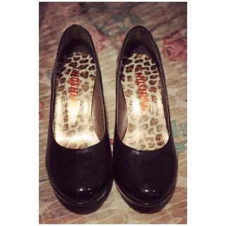 黑色紅底高跟鞋