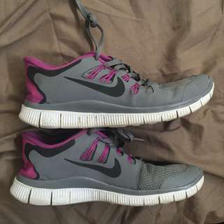 Nike Free Runs 5.0 Sz 9