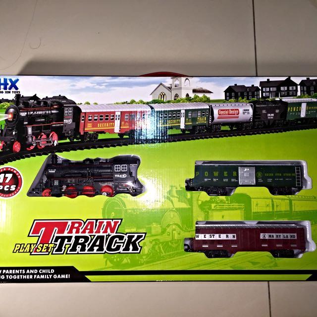 蒸汽小火車軌道組,附兩節車廂,及14片軌道。