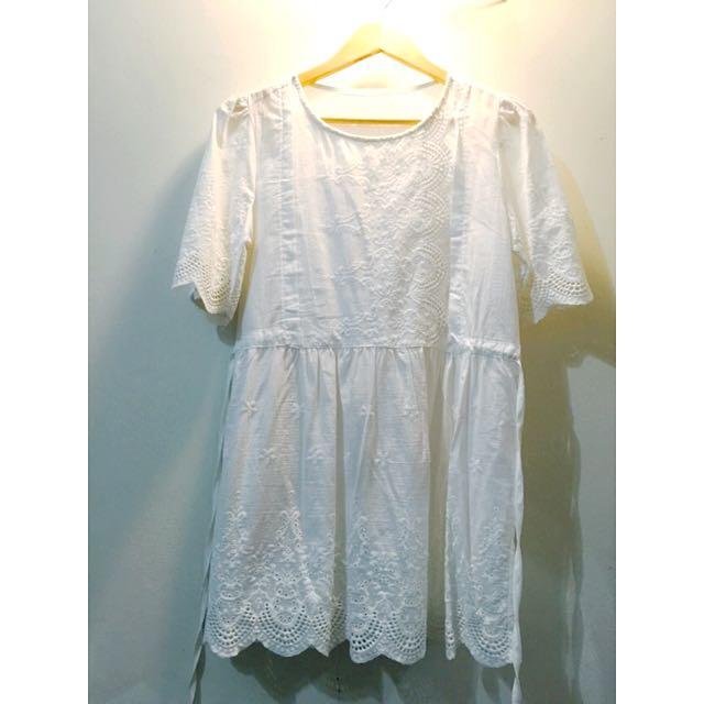 純白雕花洋裝