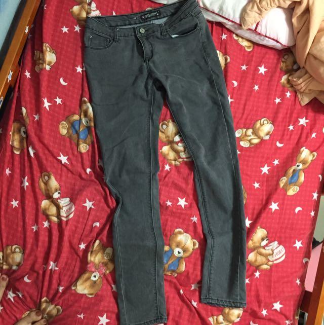 淺灰小直筒牛仔褲