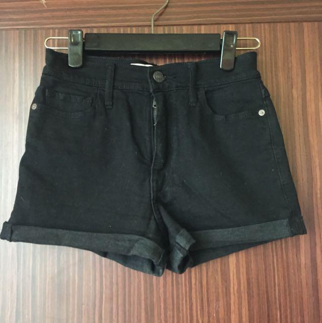 A&F 黑色微高腰反折短褲
