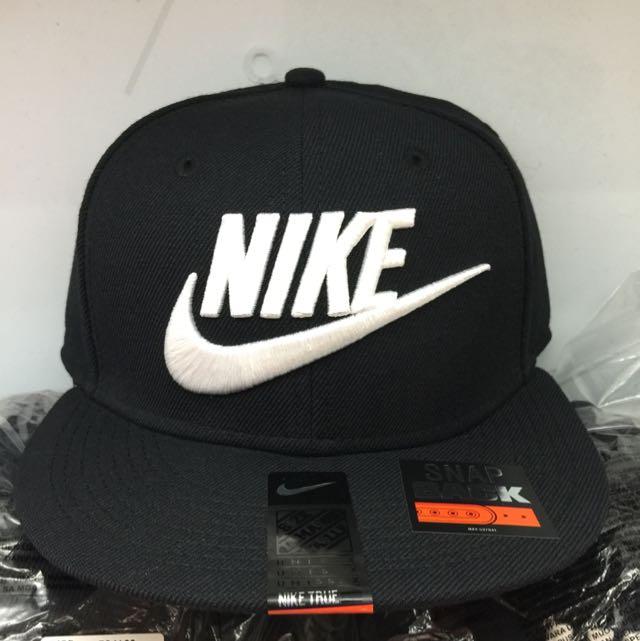 Nike 黑底白勾 後扣帽