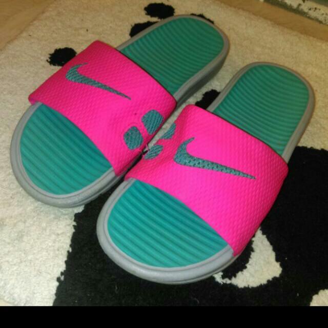 Nike拖鞋 (保留中)