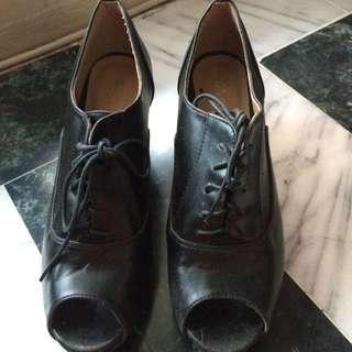 黑色魚口跟鞋