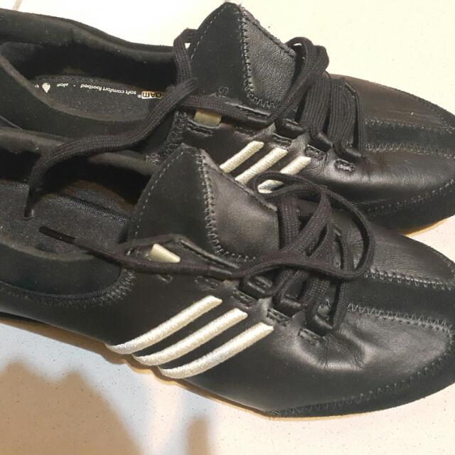 百搭黑色運動鞋 adidas,喜歡簡單的妳必備