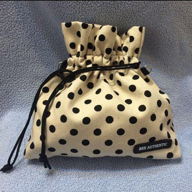 BKK 包,側背包,黑點點。