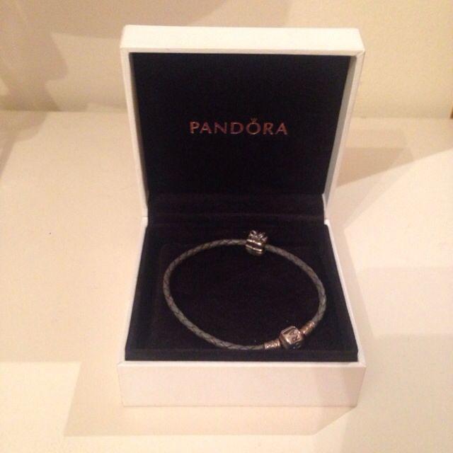 Pandora bracelet - leather band - 1 X charm