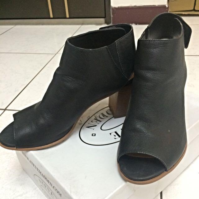 Steve Madden黑色皮革裸靴