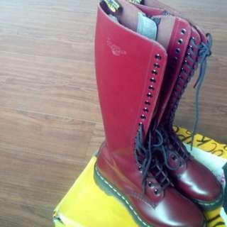 20孔酒紅色馬丁鞋