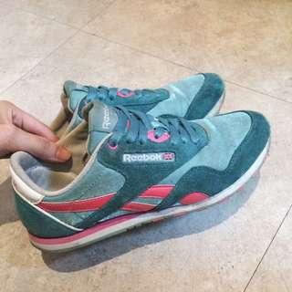 Reebok復古鞋