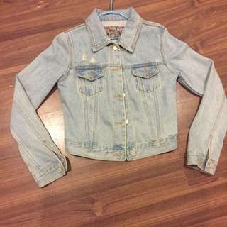 韓國 3CE 專賣店購買 淺藍色 牛仔外套 硬挺 材質超好 超好看 原價2500 沒穿過幾多次 9.5成新 要看外套細節可以再私訊問我 一個尺寸 正常版型