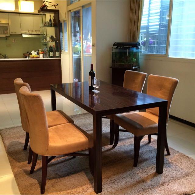 四人溫馨餐桌+歐式毛地毯