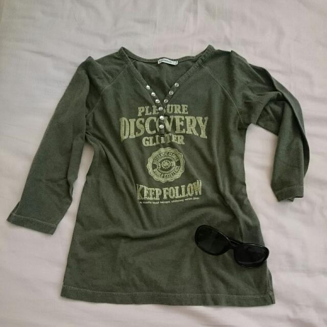 二手。墨綠色七分袖上衣