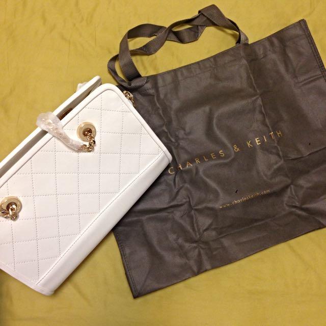 (免運)Charles & Keith (小ck)白色金鍊包包