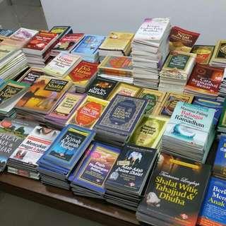 Pocket Books Galore! Pelbagai Buku Saku Dengan Tajuk-tajuk Menarik