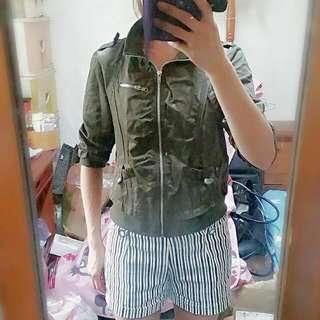 墨綠色短版軍裝外套