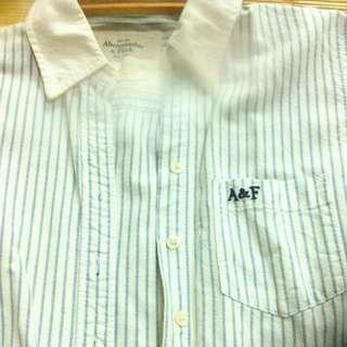 正A&F女版條紋襯衫s很挺九成新!模糊處為相機問題