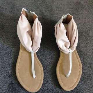 Women's Nova Sandals. Brand New & never worn. Size 6