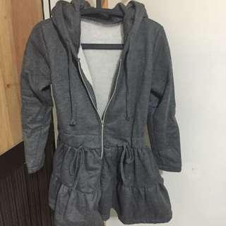 灰色洋裝外套