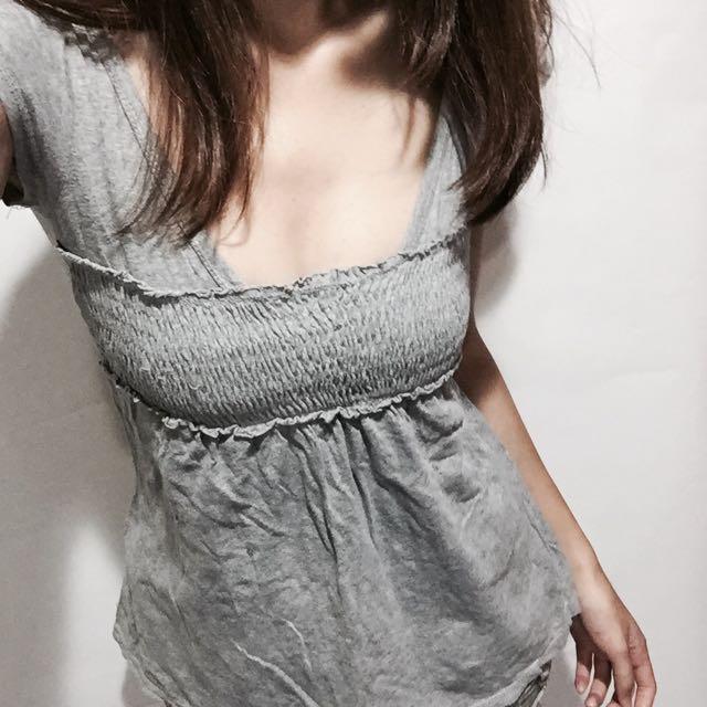 上衣/灰色/甜美性感/傘狀/材質薄/V領/二手