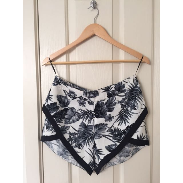 WEST END DOLL SHORTS - SIZE 10