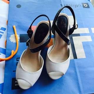 達芙妮黑白雙色舒適魚口楔型鞋