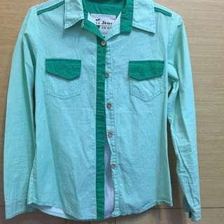 綠色條紋木釦襯衫