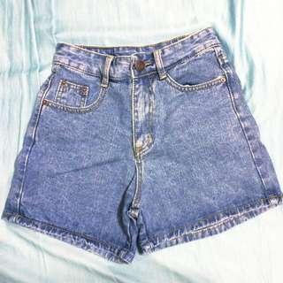 高腰藍色牛仔褲