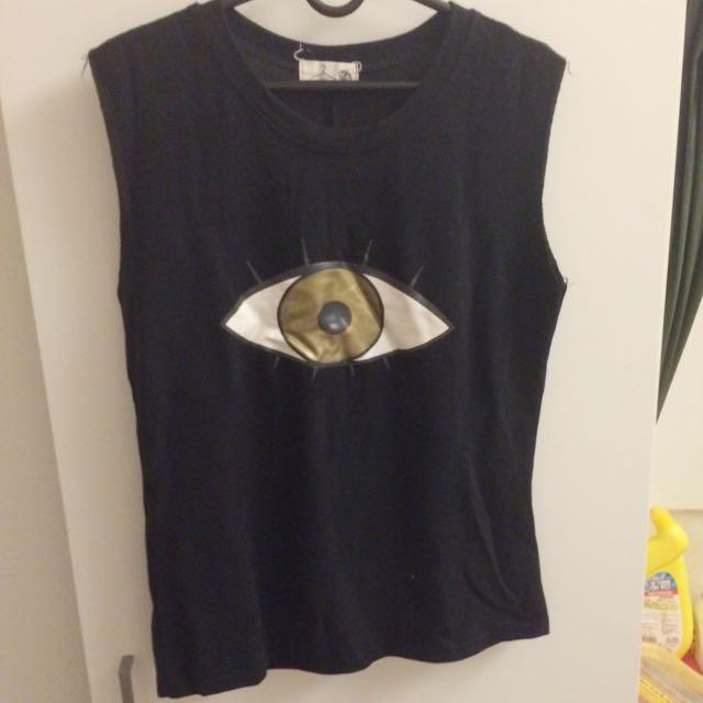 無袖黑色 個性眼球T 質料很舒服!