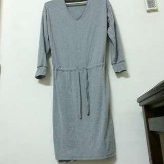 🚚 灰色厚棉質連身裙