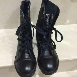 近全新-ptt熱門團購物CP值超高牛皮軍靴24