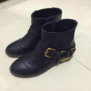 韓版時尚尖頭黑色短靴