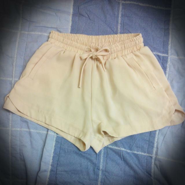 米色雪紡短褲