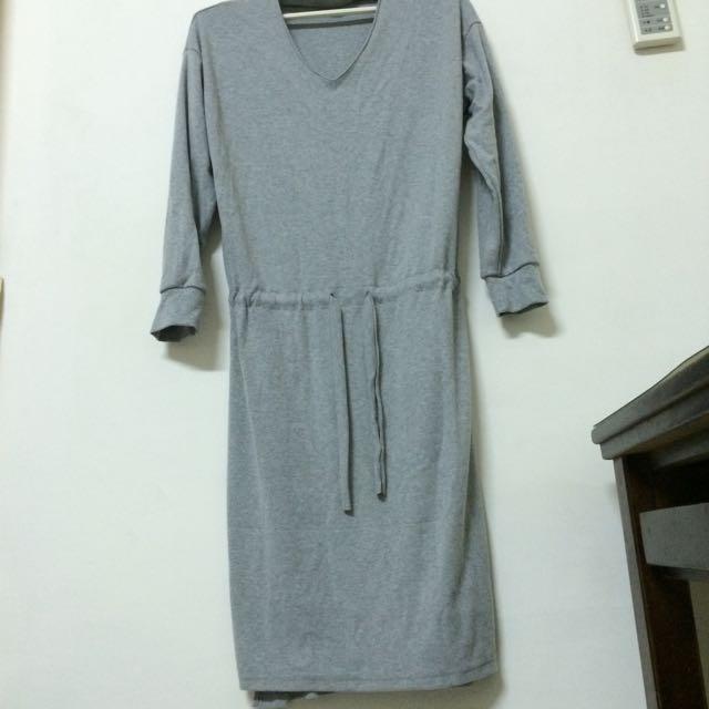 灰色厚棉質連身裙