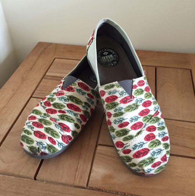 WAkai 休閒鞋 39號 芭里島購回 九成新