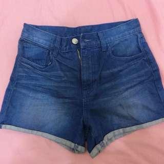 GU牛仔短褲