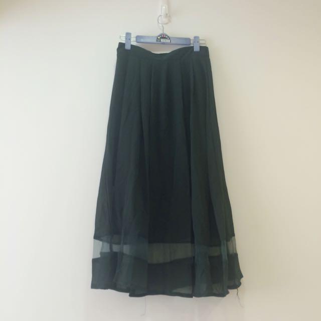 綠色下擺摟空長裙