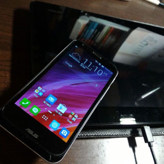 八成新 華碩變形手機 ASUS Padfone 2 (手機+平板基座)