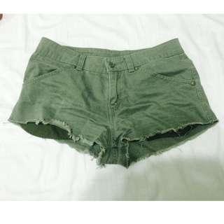 Levis軍綠牛仔短褲