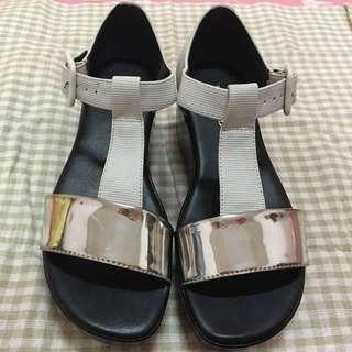 (降)Daphne達芙妮銀白黑簡約厚底涼鞋