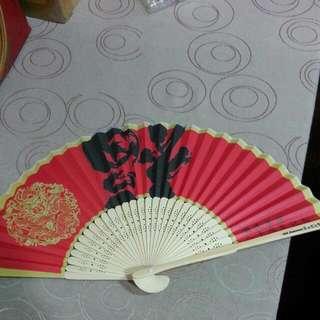 【送】日本藥妝店送的紙扇