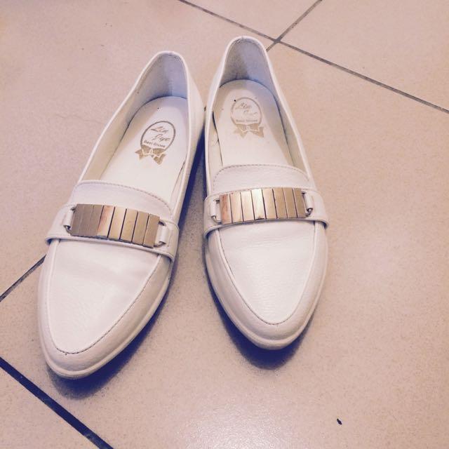 尖頭小白鞋